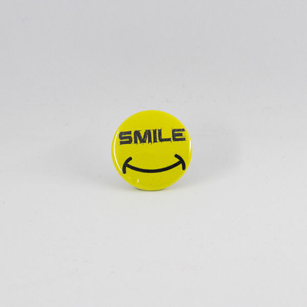 Smiley Button 25 mm mit Schriftzug SMILE